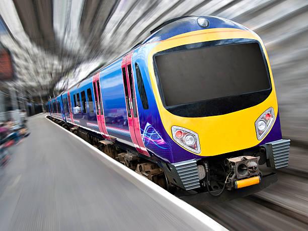 Schnelle moderne Passagierzug mit Motion Blur – Foto