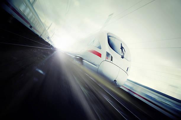 Schnell bewegte Hochgeschwindigkeitsaufnahmen Passagierzug – Foto