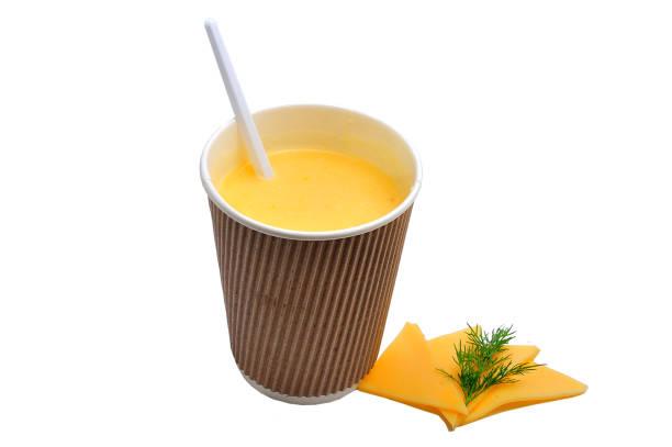 schnelle suppen in den tassen - schnelle suppen stock-fotos und bilder