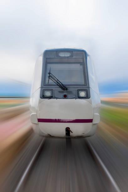 schnellzug vorbei an - hochgeschwindigkeitszug stock-fotos und bilder