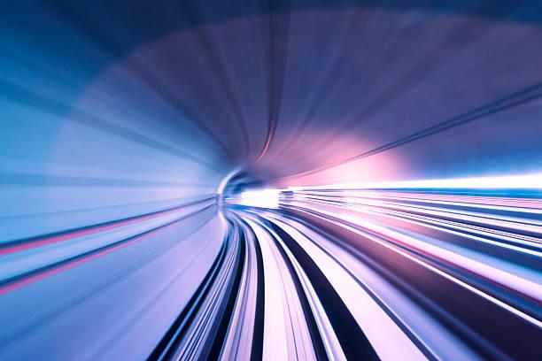 treno veloce attraverso tunnel - subway foto e immagini stock