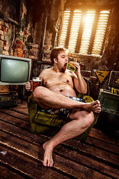 fett mann essen hamburger-schnellgericht - fails zum thema eltern stock-fotos und bilder
