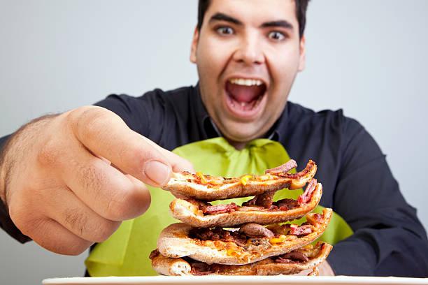 fat man - dikke pizza close up stockfoto's en -beelden