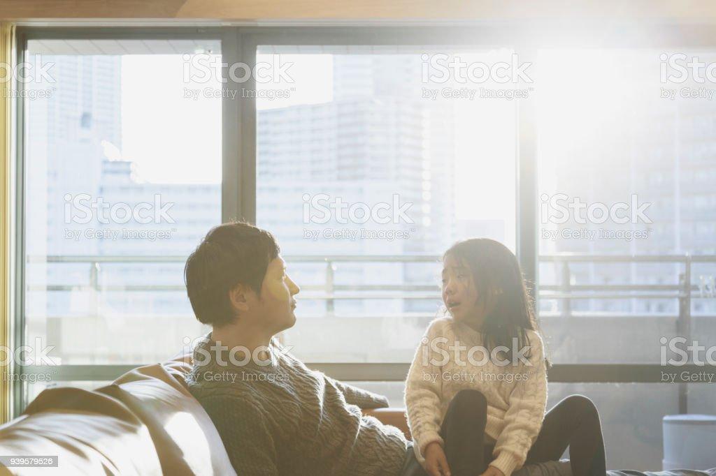 父と娘ご自宅 ストックフォト