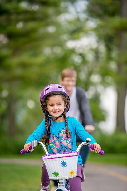Père et fille en vélo - Photo