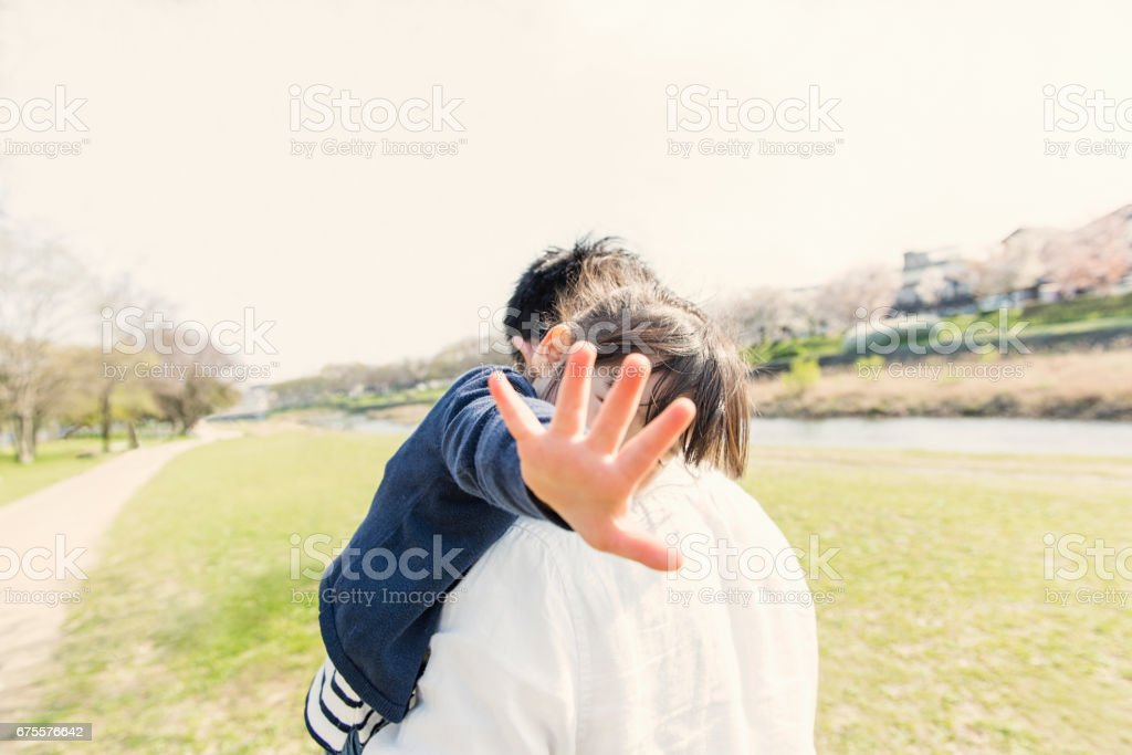 Père et fille s'amuser de temps en plein air. photo libre de droits