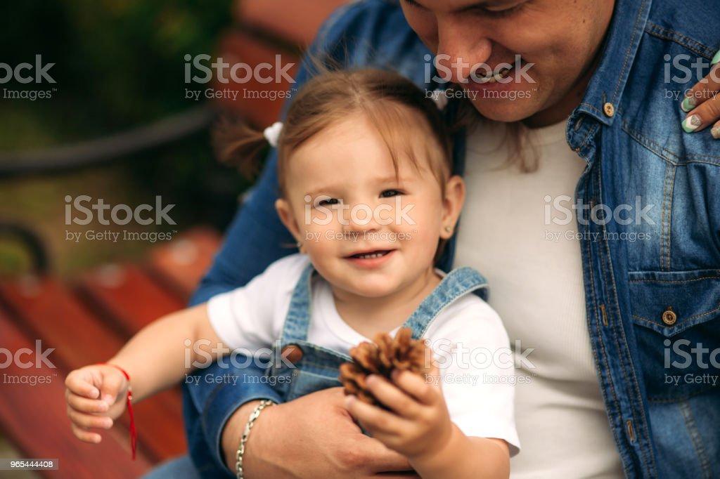 Father and daughter share love zbiór zdjęć royalty-free
