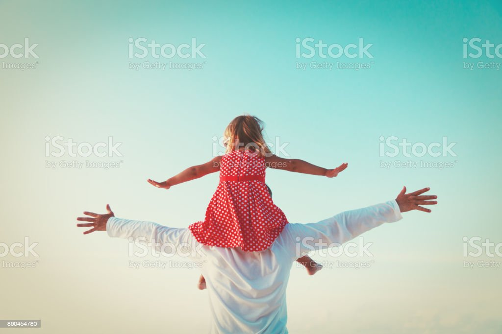 父と娘だけで遊ぶスカイ ストックフォト