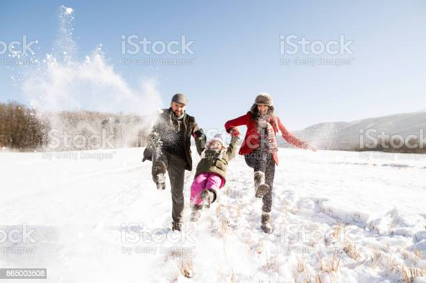 Father and mother with their daughter playing in the snow picture id865003508?b=1&k=6&m=865003508&s=612x612&h=spzlbzyysoccw tgfytbsifbcayxycgqp3lnzyjdeh4=