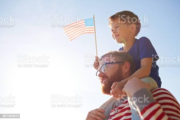 Baba Ve Oğul Parade Adlı Stok Fotoğraflar & 4 Temmuz'nin Daha Fazla Resimleri