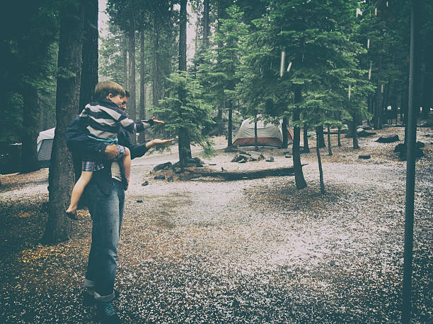 vater und sohn camping in einen hagel sturm - lake tahoe winter stock-fotos und bilder