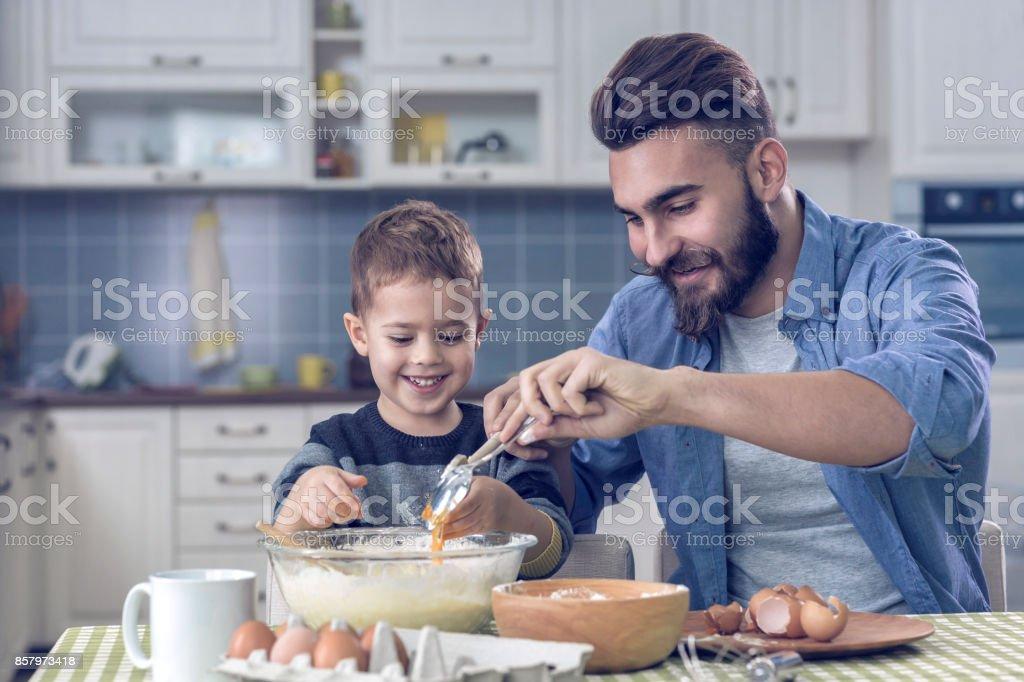 Vater und Sohn Kochen – Foto