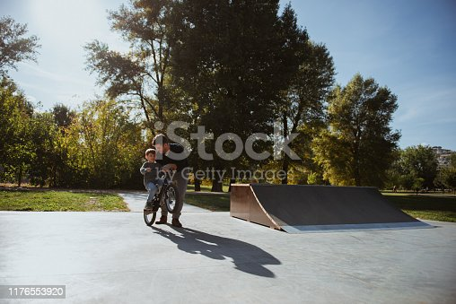 860036242 istock photo Father and Son havinh fun in skate park 1176553920