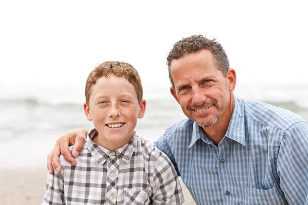 Vater und Sohn Porträt-Aufnahme im Außenbereich – Foto