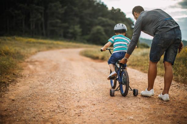 father and son spending time in nature - montare foto e immagini stock
