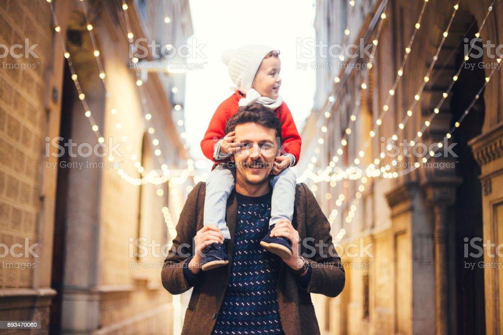 Wacthing père et fils le Christmas lights - Photo