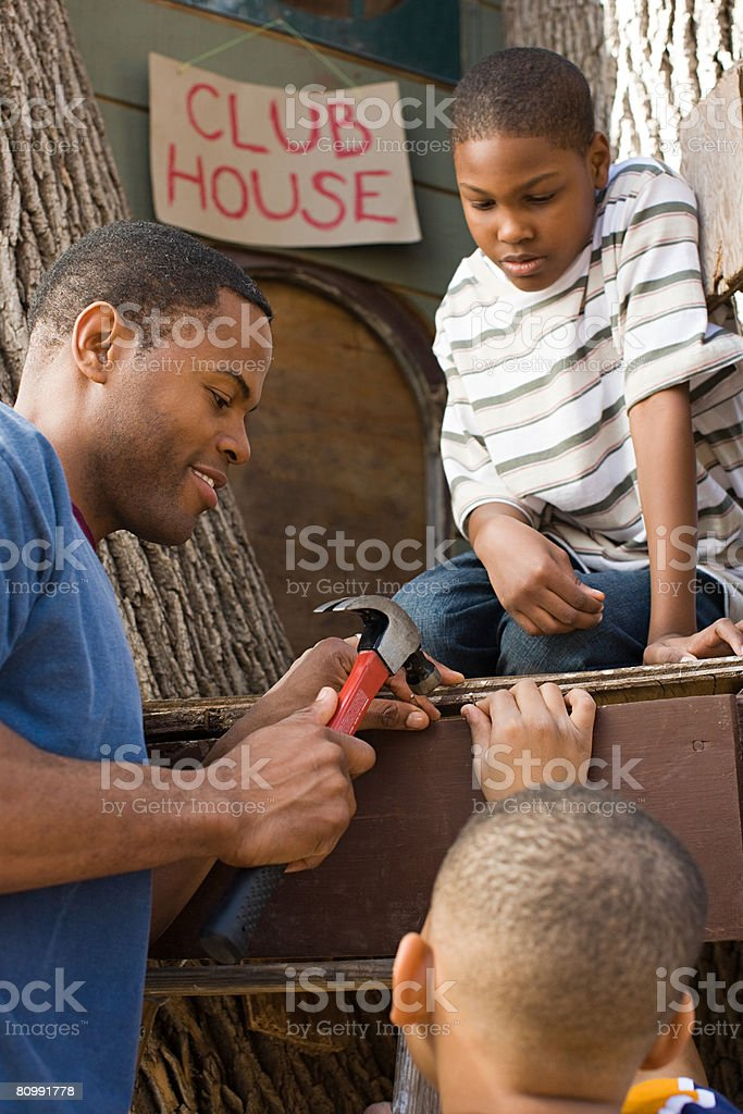 Father and sons building tree house 免版稅 stock photo