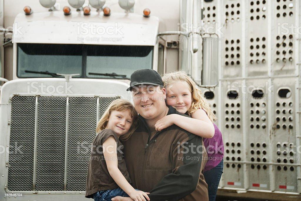 Lkw-Fahrers und seiner Töchter – Foto