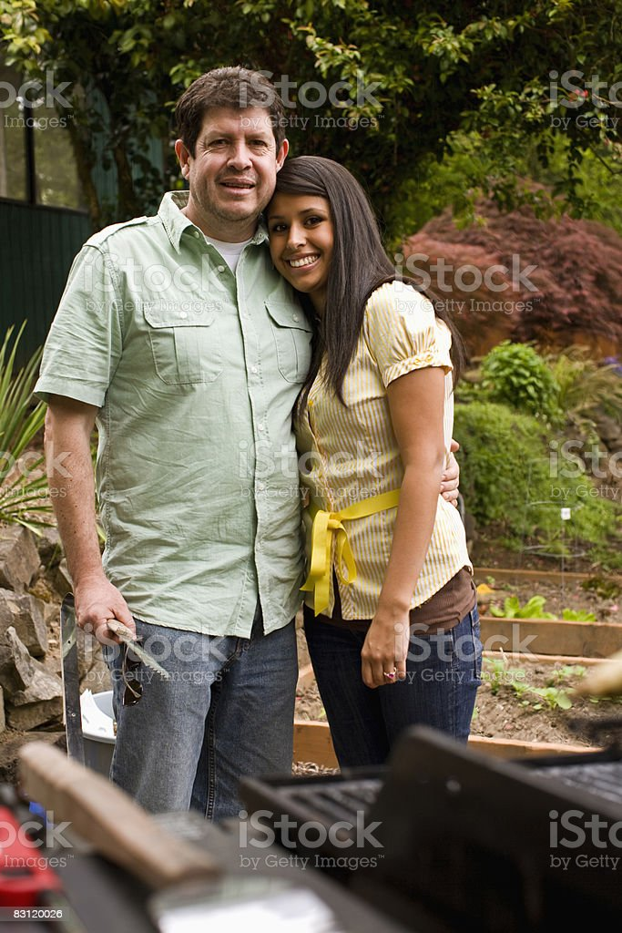 father daughter at BBQ royalty free stockfoto