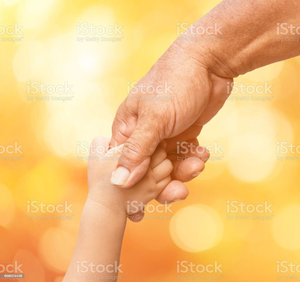 Father holding baby hand finger on blurred bokeh background – Foto