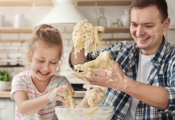 father is cooking pastry with daughter - fail cooking imagens e fotografias de stock