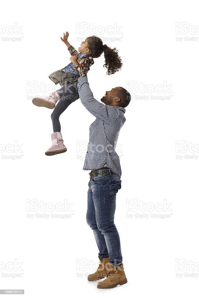 Vater werfen kleine Tochter in der Luft – Foto