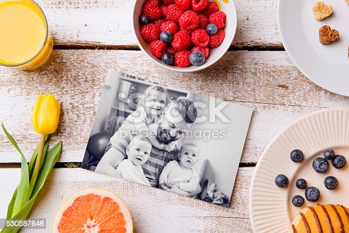 istock Fathers day composition. Black-and-white picture and breakfast 530587646
