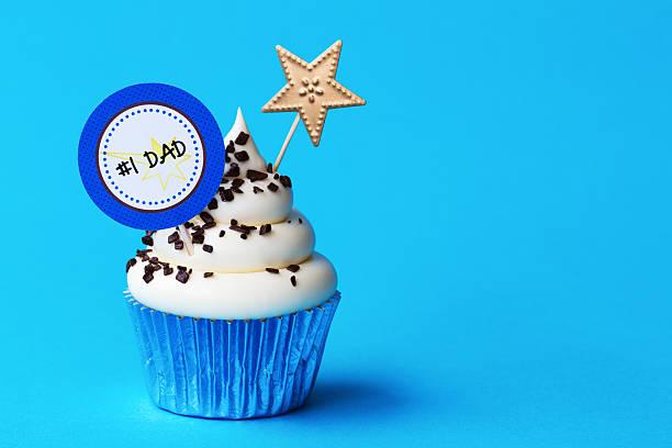 vatertag-cupcake - geburtstagsgeschenk für papa stock-fotos und bilder
