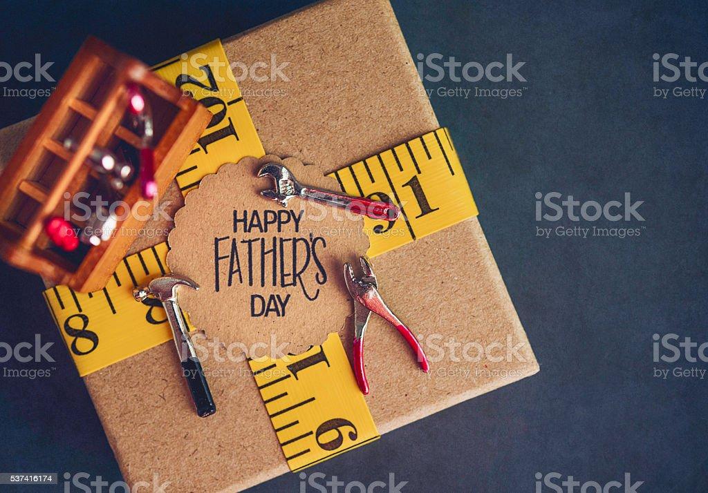 Dia dos pais presente para DIY pai com ferramentas e copyspace - foto de acervo