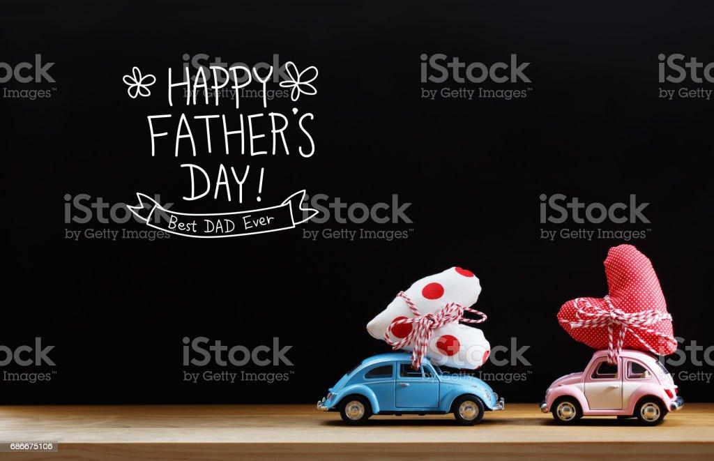 Mensaje del día de padres con coches de color rosados y azules - foto de stock