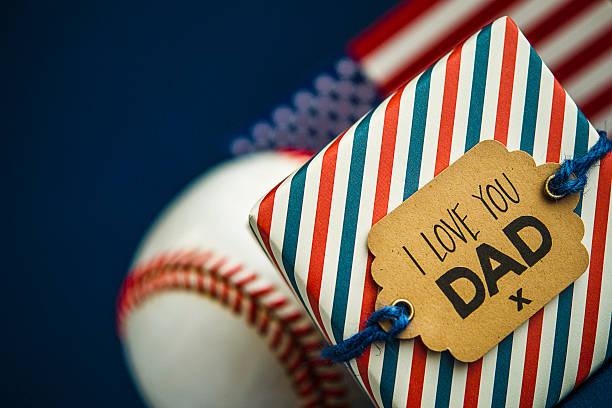 vatertag oder geburtstag geschenk für ein all-american-dad - geburtstagsgeschenk für papa stock-fotos und bilder
