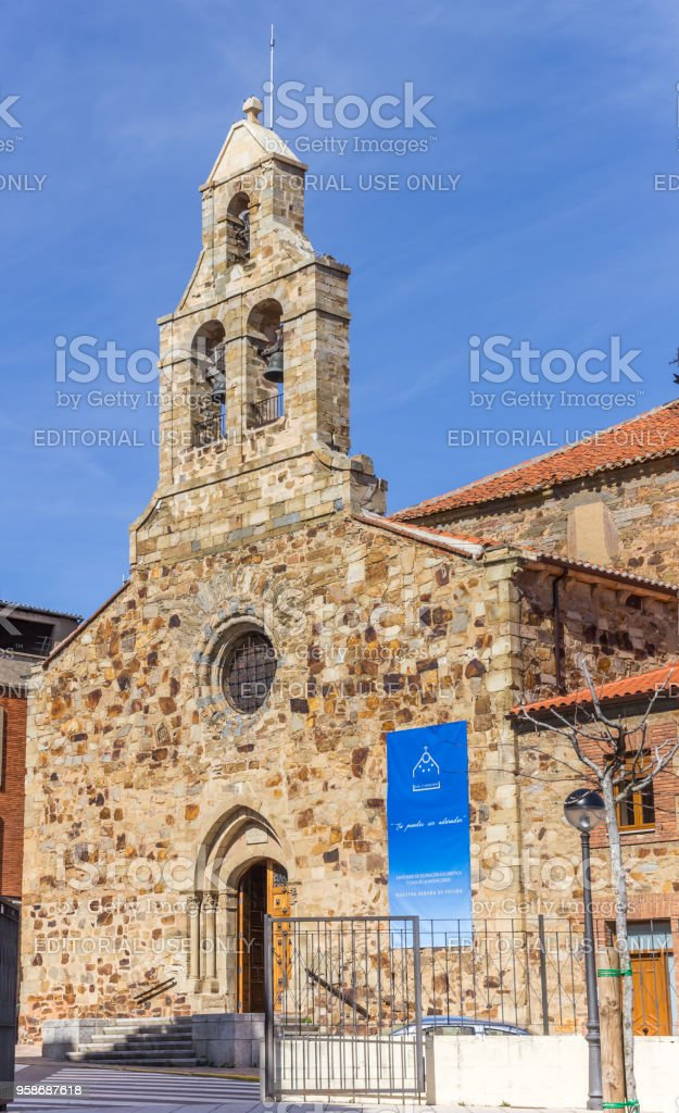 Iglesia de Fátima en el centro histórico de Astorga, España - foto de stock