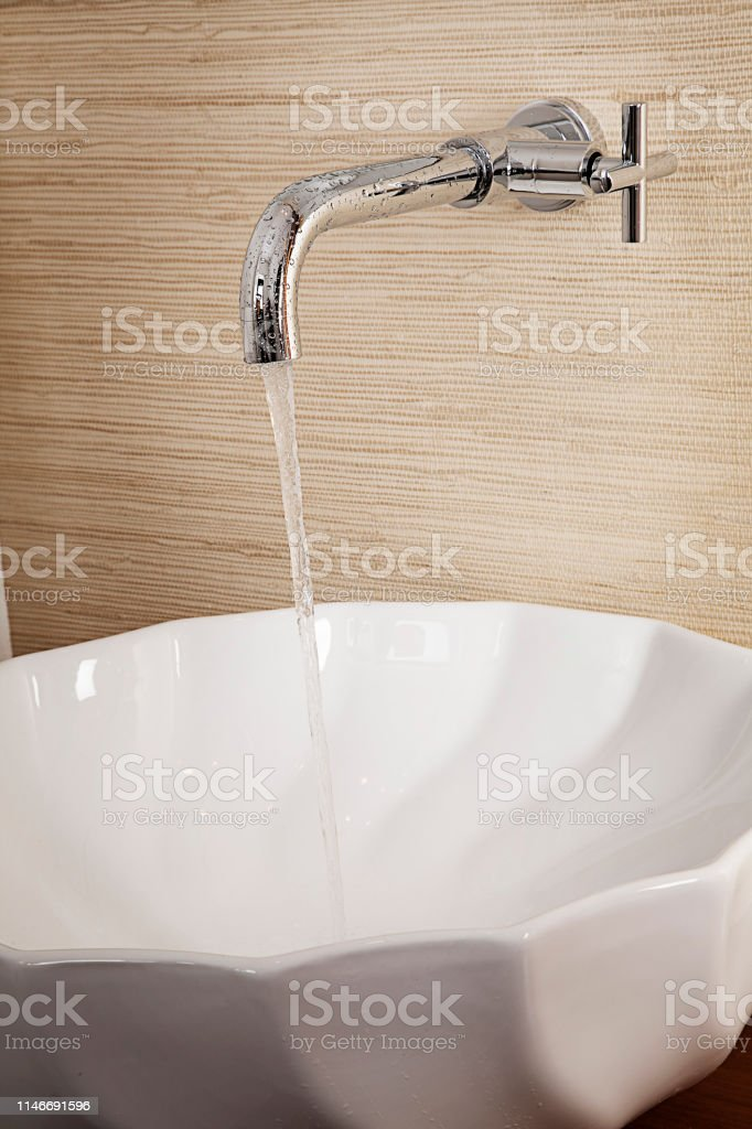 Torneiras, pias, torneiras com água, metais sanitários, vasos...
