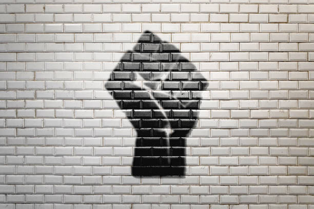 磚牆上的假拳符號 - black power 個照片及圖片檔