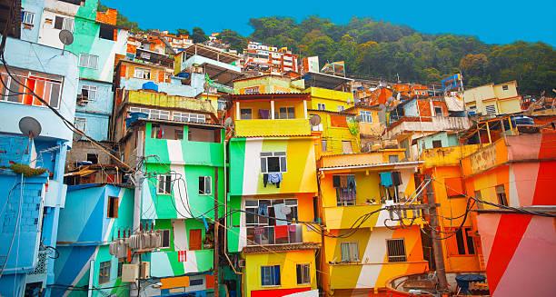 favelas - rio de janeiro stock-fotos und bilder