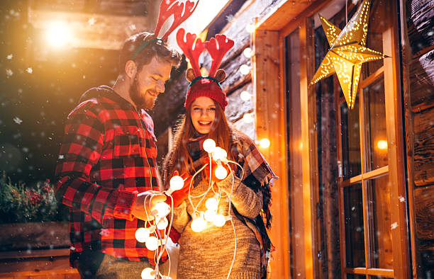 beliebte weihnachten traditionen - vorbau dekor stock-fotos und bilder