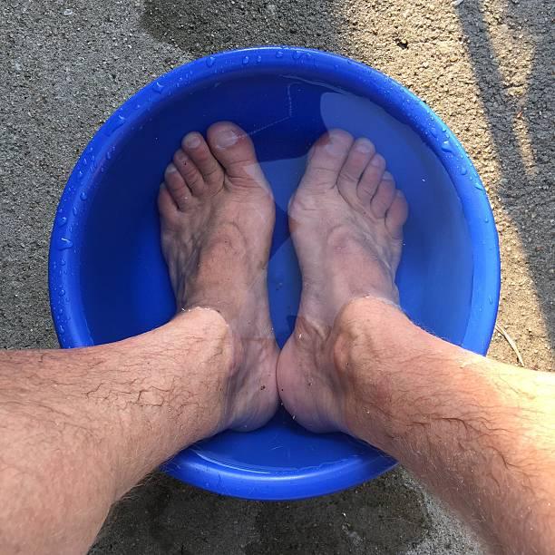 Legs in Wasserschüssel – Foto