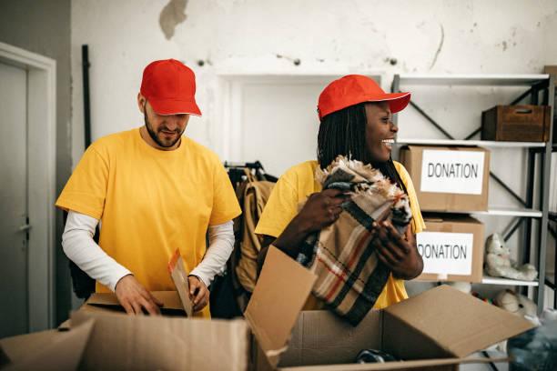 fealing generoso becous de ajudar a outros - charity and relief work - fotografias e filmes do acervo