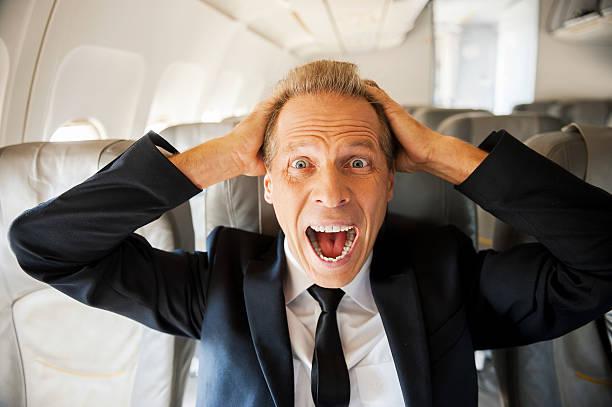 miedo de vuelo. - pasajero fotografías e imágenes de stock