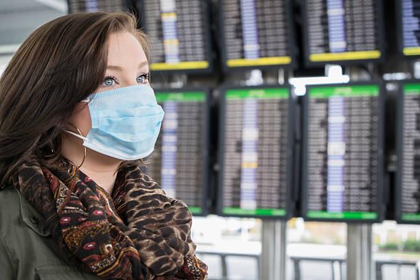 자신감을 승객 우주선이 ㅁ마스크 공항 - 팬데믹 질병 뉴스 사진 이미지