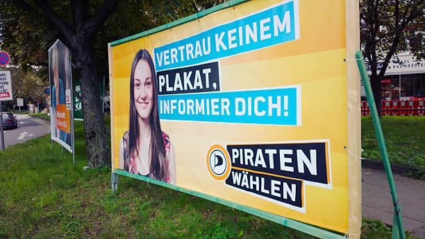 federal election angebots deutschland 2013-piraten - merkel cdu stock-fotos und bilder