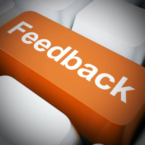 feedback-konzept-symbol bedeutet, eine antwort wie kritik oder bewertung zu geben - 3d-illustration - feedback stock-fotos und bilder