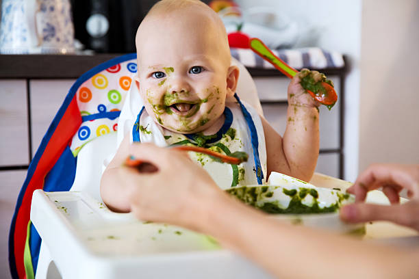 Feeding. Baby's first solid food – Foto