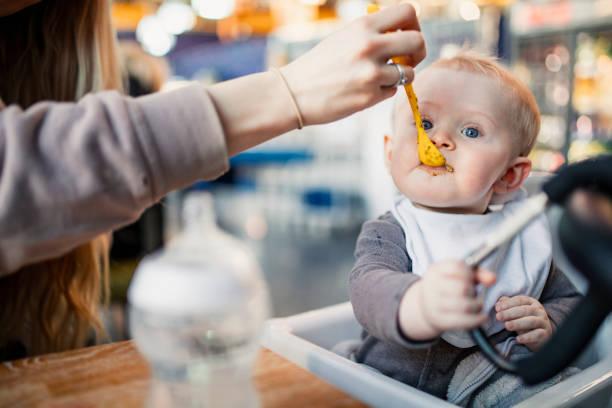 男の子の赤ちゃんを供給 - シンプルな暮らし ストックフォトと画像