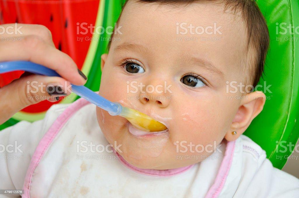 Das baby Füttern – Foto