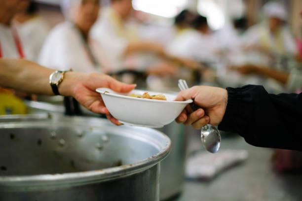 Fütterung der Armen Hilfe entlasten sie Hunger. – Foto
