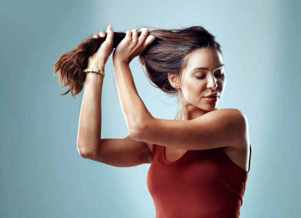 i feel as good as my hair looks - puxar cabelos imagens e fotografias de stock