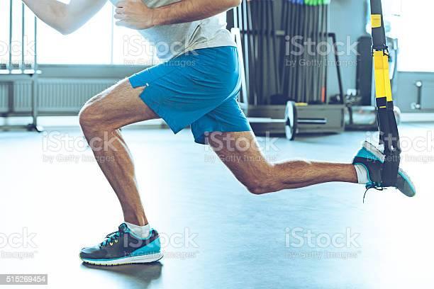 Kraft Und Gleichgewicht Stockfoto und mehr Bilder von Hockend
