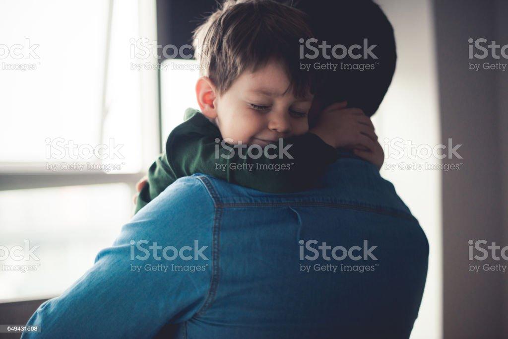 Gevoel gelukkig in papa's armen - Royalty-free 2-3 jaar Stockfoto