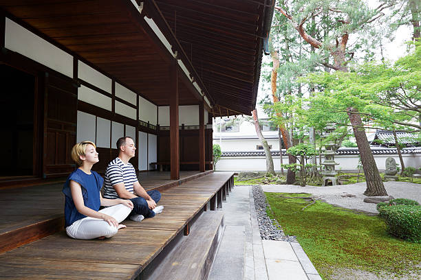 feeling the zen, breething the air in - 寺院 ストックフォトと画像